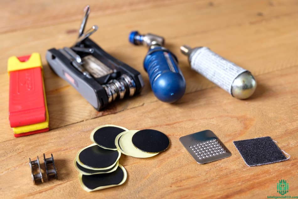 Herramientas de bicicleta para reparar imprevistos.