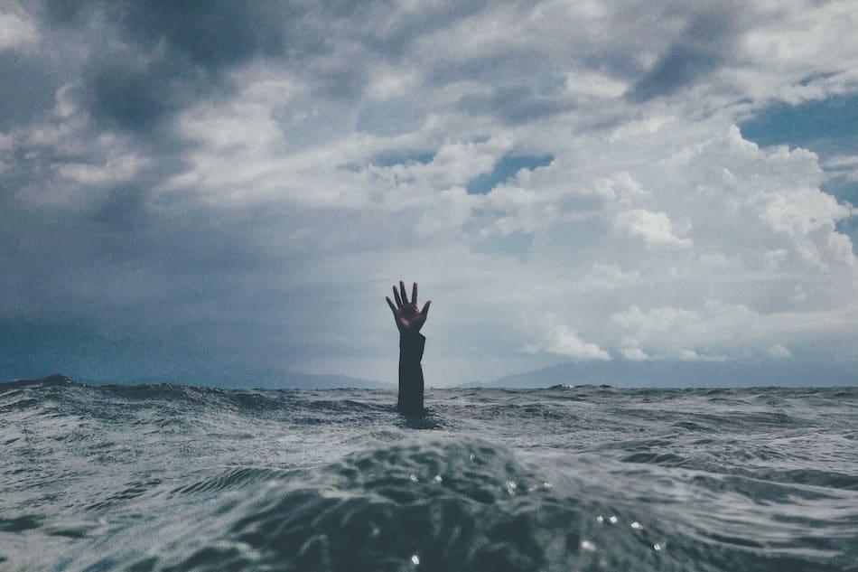 Ir con prisa es otro hábito que te hace perder el tiempo y te sientas ahogada.