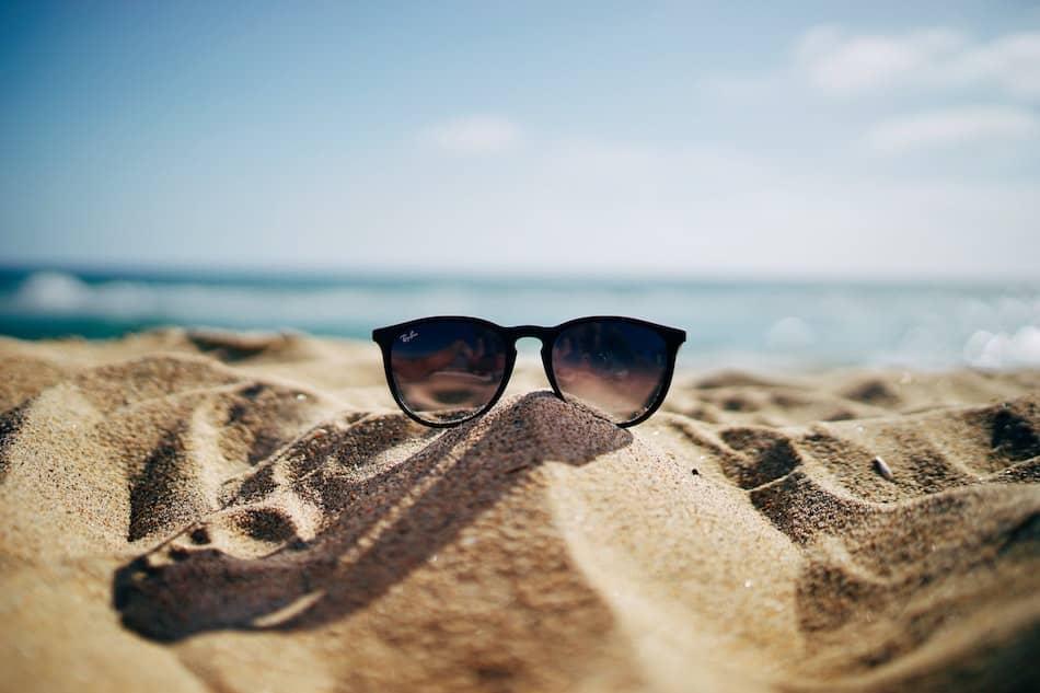 Las gafas de sol no están recomendadas para una visión consciente.