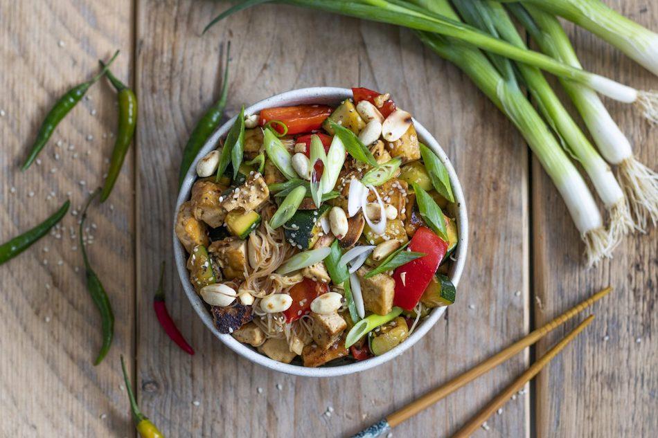 Receta vegana saludable de tofu picante.