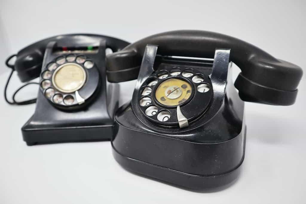 El teléfono fue uno de los primeros en beneficiarse del nuevo material de los mil usos: la bakelita.